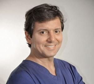 clinica-capilar-malaga-doctor-carlos-fajardo-medico-capilar-min